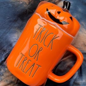Rae Dunn Halloween 2020 Trick or Treat Mug w/Top